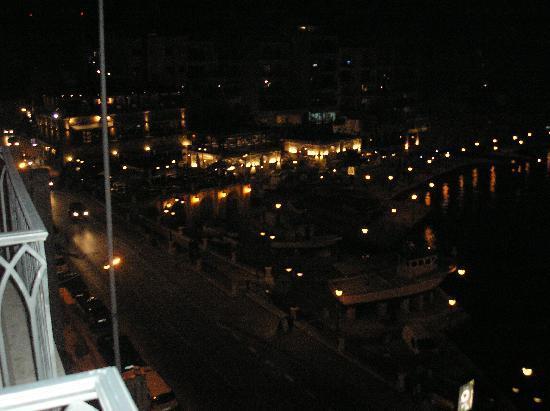 Hotel Juliani: view at night