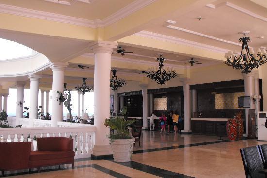 Grand Palladium Lady Hamilton Resort & Spa: The lobby of the GPLH