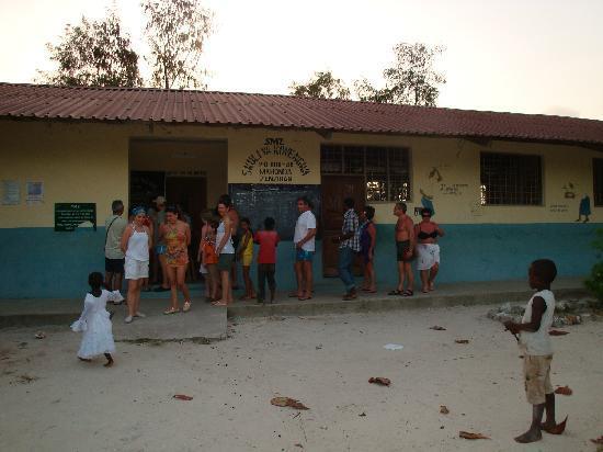 VOI Kiwengwa Resort: scuola elementare villaggio pescatori Kiwemgwa
