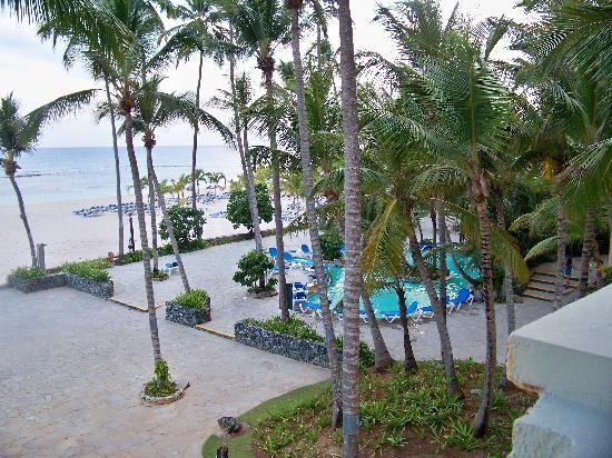 Coral Costa Caribe All Inclusive, Juan Dolio: View from our room down to one of the pools and the beach