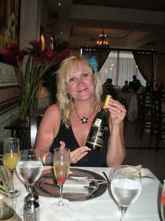 Grand Bahia Principe Coba: surprise champayne at Le Gourmet