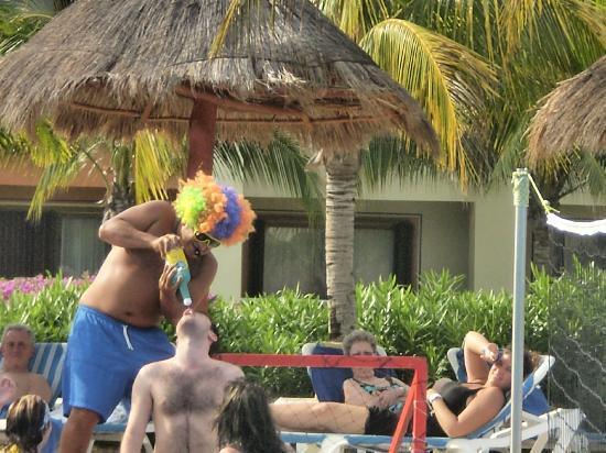 Grand Bahia Principe Coba: Tequilla volleyball @ the pool