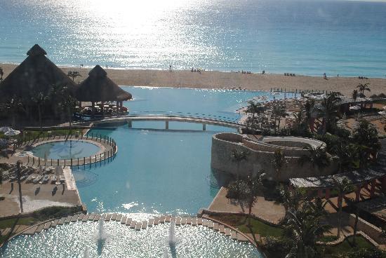 The Westin Lagunamar Ocean Resort Villas & Spa, Cancun: Morning sunshine over the ocean outside our room