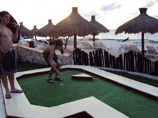 El Cozumeleno Beach Resort: Mini golf course