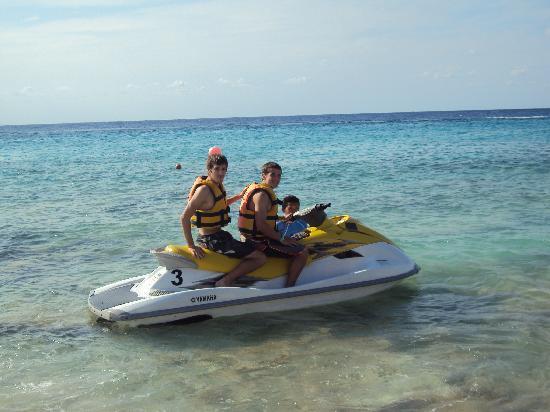 El Cozumeleno Beach Resort: Waverunner rental on sight