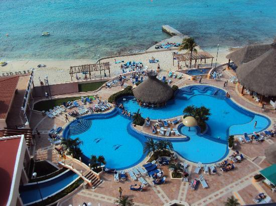 El Cozumeleno Beach Resort: View over main pool from room 1911