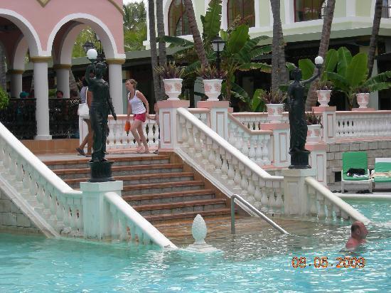 Hotel Riu Bambu: piscina