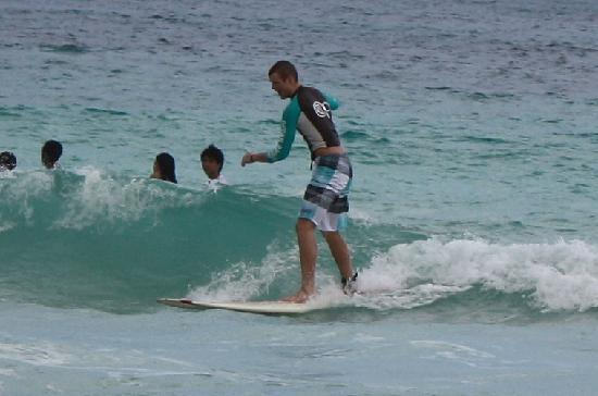 Macao Surf Camp: Look at him go