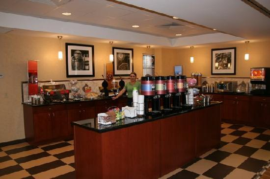 Hampton Inn and Suites Arcata, CA: Breakfast Buffet