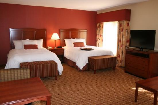 Hampton Inn and Suites Arcata, CA: Double Queen Studio Suite