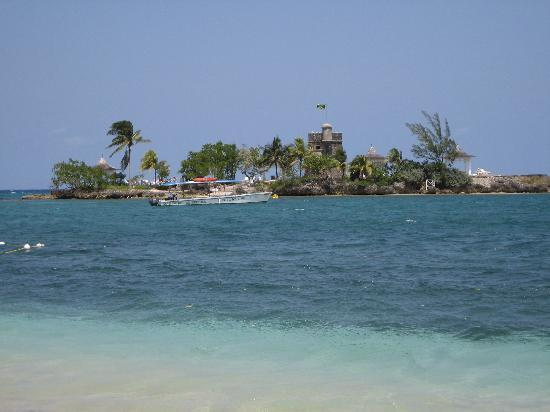Couples Tower Isle: View from Main Beach to Island