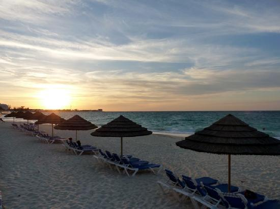 Sandals Royal Bahamian Spa Resort & Offshore Island: Another great sunset