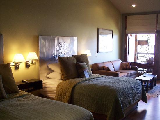 Desert Pearl Inn: Our room on the 2nd Floor near the river.