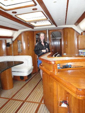Ventajero Sailing: The salon/galley