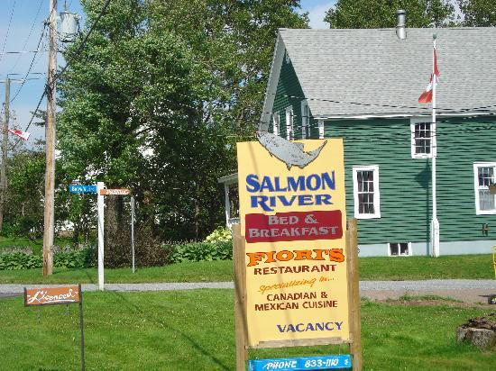 Salmon River B and B Ltd: Sign from the road