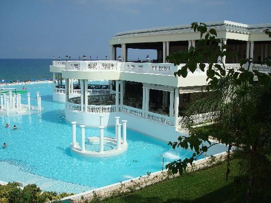 Grand Palladium Lady Hamilton Resort & Spa: side view of pool & jaccuzzi