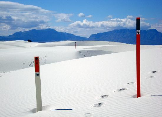 White Sands National Monument: trail markers