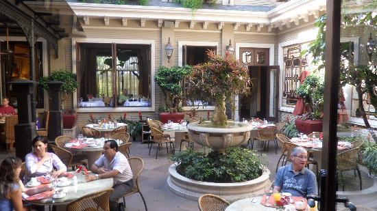 Hotel Grano de Oro San Jose: New Orleans style courtyard
