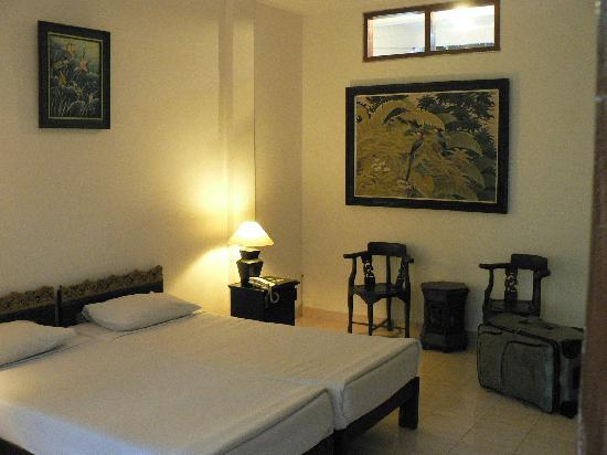 Sri Ratih Cottages: Room
