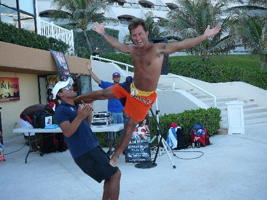 Golden Parnassus All Inclusive Resort & Spa Cancun: Carlos teaching me a trick.
