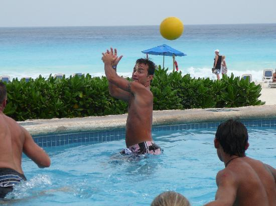 Golden Parnassus All Inclusive Resort & Spa Cancun: Water polo