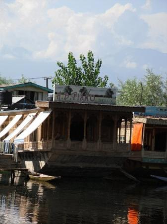 Srinagar, India: Our other houseboat H.B. Piano