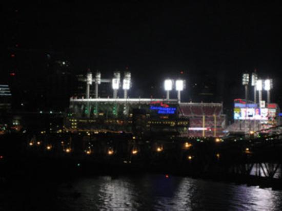 Cincinnati, OH: Reds game