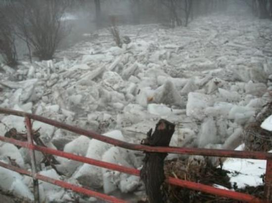 Rockford, IL: ice jam on the  rock river