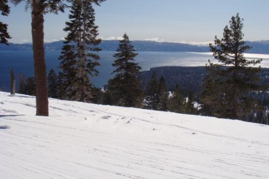 Homewood Mountain Resort: Ski slopes and Lake Tahoe.