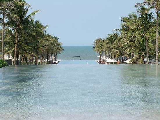 Four Seasons Resort The Nam Hai, Hoi An: The pool area