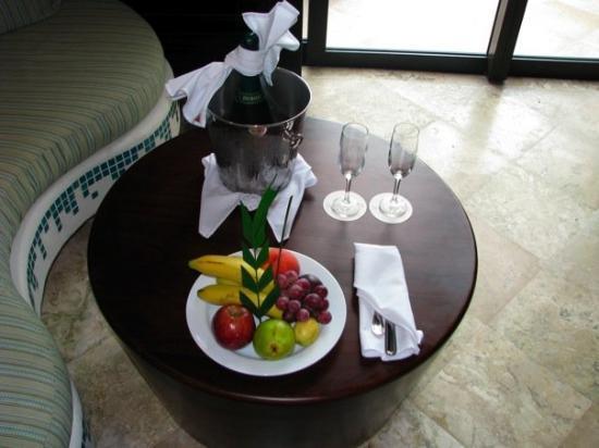 Secrets Maroma Beach Riviera Cancun: Champagne and fruit.
