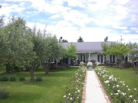 Hans Herzog Estate: Herzog winery formal garden