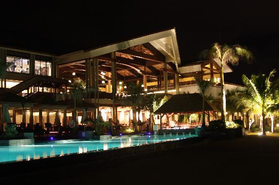InterContinental Mauritius Resort Balaclava Fort: Night view of the hotel from the pool