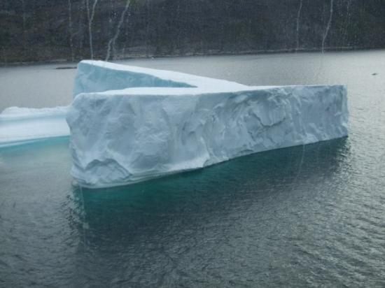 Qaqortoq, Grønland: ---and another iceburg