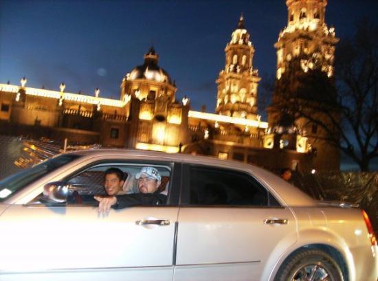 Morelia, Mexico: Mi brooo chuuu el carro y la catedral