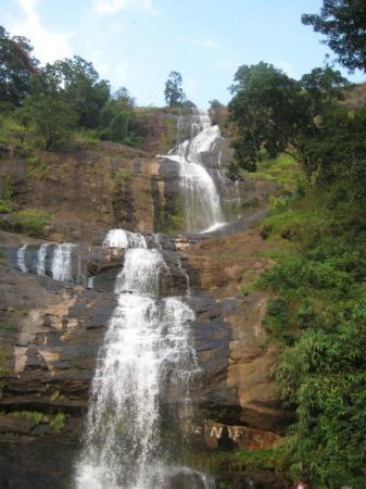 Waterfall by the highway - enroute to Munnar