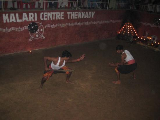 Thekkady, India: Here, an unarmed person takes on a swordsman!