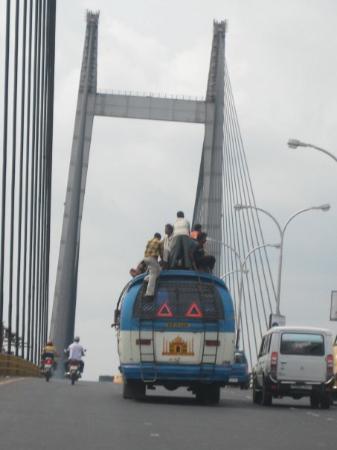 Calcutta, India: The Local Bus On The New Hooghly Bridge; Kolkatta