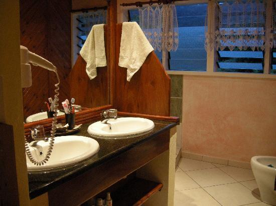 La Diguoise Guesthouse: salle de bains