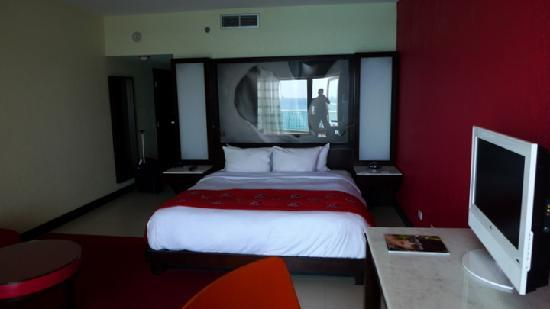 The Condado Plaza Hilton: the room