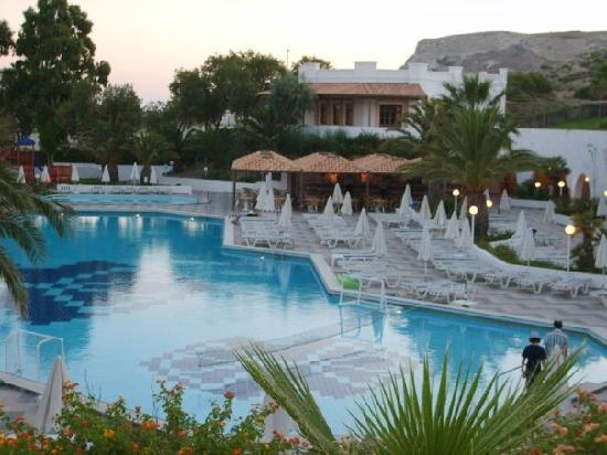 Lagas Aegean Village: View of the hotel pool in the evening