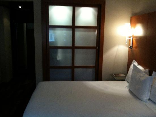 AC Hotel Lleida: bed