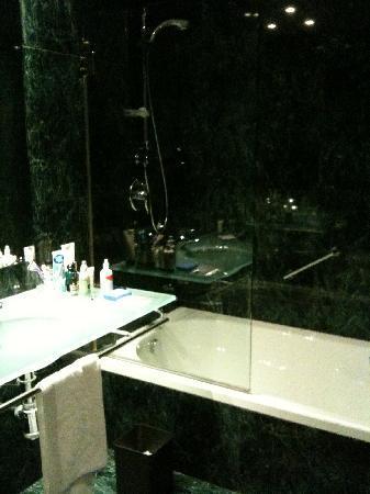 AC Hotel Lleida: nice bath