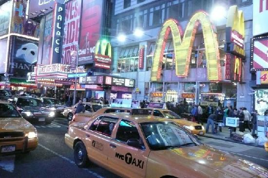 Kimpton Ink48 Hotel: taxis at Times Sq