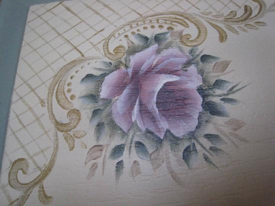 Romantic Hotel Istanbul: Detail hand painted flower on door panel