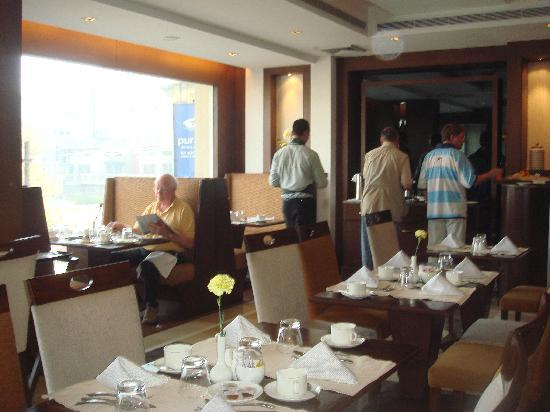 Country Inn & Suites by Radisson, Amritsar, Queens Road: Breakfast area
