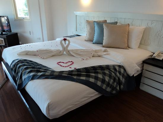 Phra Nang Inn: the honeymoon deluxe room overlooking the beach