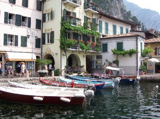Hotel San Pietro: Limone harbour