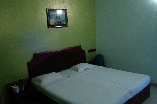 Igloo Nature Resort: Very Gloomy room, feel kindaa stuck as hotel is far from Munnar