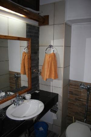 Voi Safari Lodge: New Bathroom